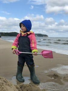 Beim Schwimmkurs für Kinder geht es auch um Sicherheit am Wasser.